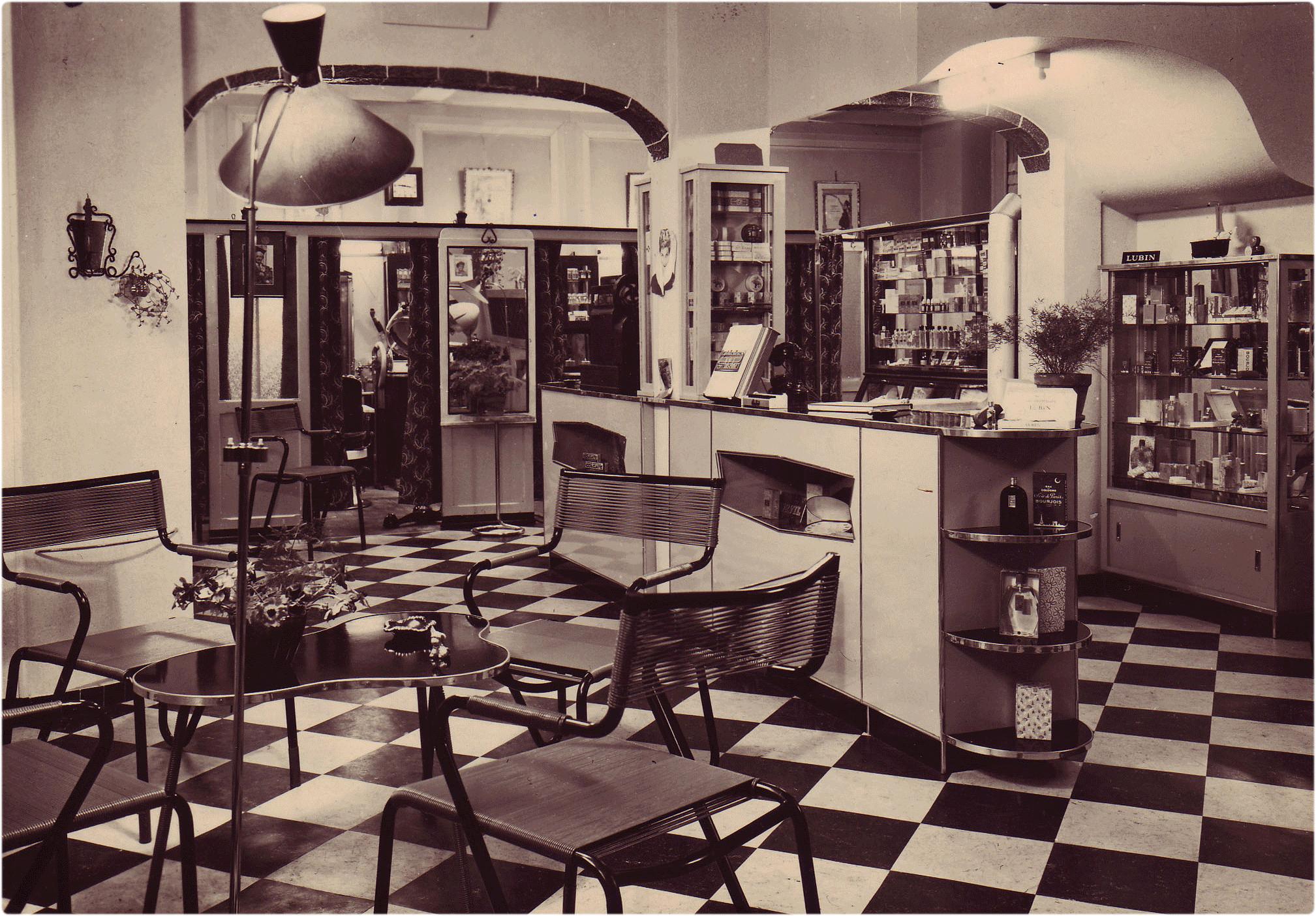 Maximilien coiffure depuis 1909 for Devanture salon de coiffure